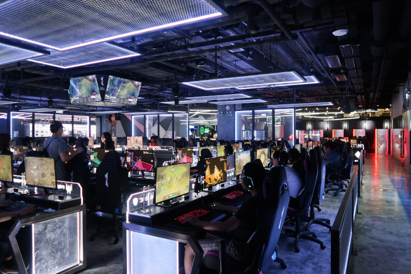 E-Sports Betting in India - Computer games being played indoors